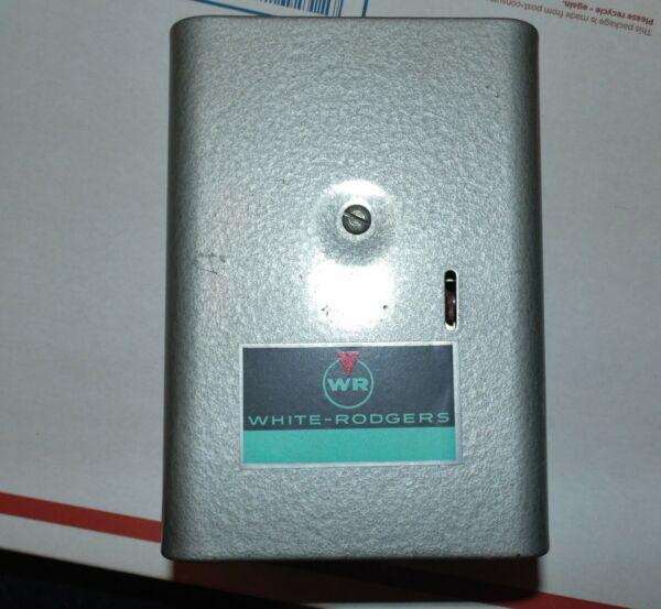 White Rodgers 663 1 Intermittent Ignition Oil Boiler Control NOS $45.00