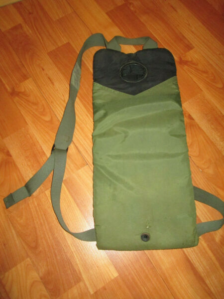 US Military MOLLE II Camelbak Storm Hydration Carrier 3L 100 oz Black amp; Green $7.50
