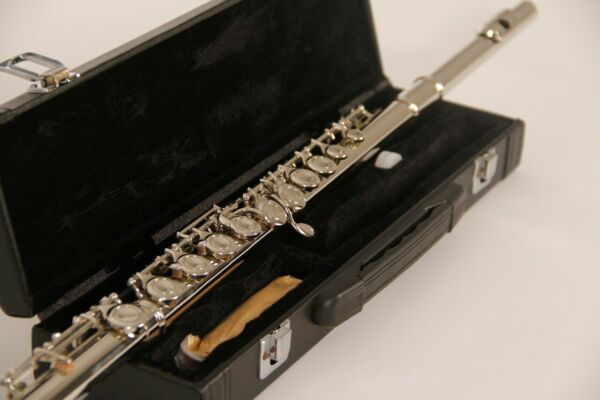 BRAND NEW STUDENT TO INTERMEDIATE SILVER CONCERT BAND FLUTE WITH YAMAHA PADS $119.99