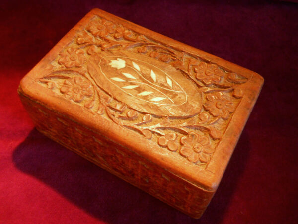 VINTAGE CARVED WOOD JEWELRY TRINKET ANTIQUE BOX FROM INDIA**FREE U.S. SHIPPING