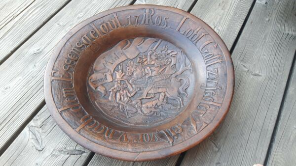 +++ antique treen plate - exquisitely carved - dated 1705 +++