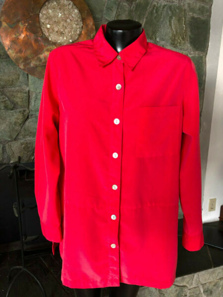 Travel Smith Silky Coral Shirt  Long Sleeves Mother of Pearl Buttons.  M