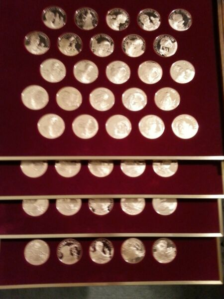 RARE !!!  100 bronze medals of Greatest Women Of American History . INCREDIBLE !
