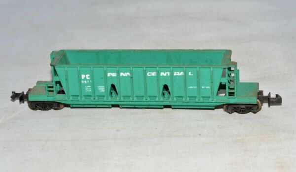N scale Trix (Austria) Penn Central PC 8517 Green Longitudinal Hopper