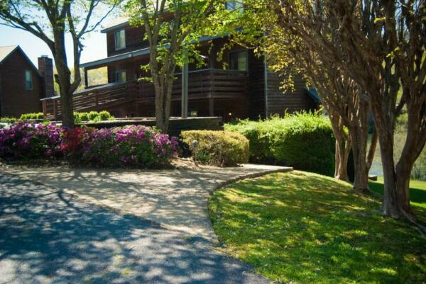 COUNTRY HIDEAWAY at MOUNTAIN LAKES ~ ANNUAL 2 BEDROOM/2 FLOOR CONDO