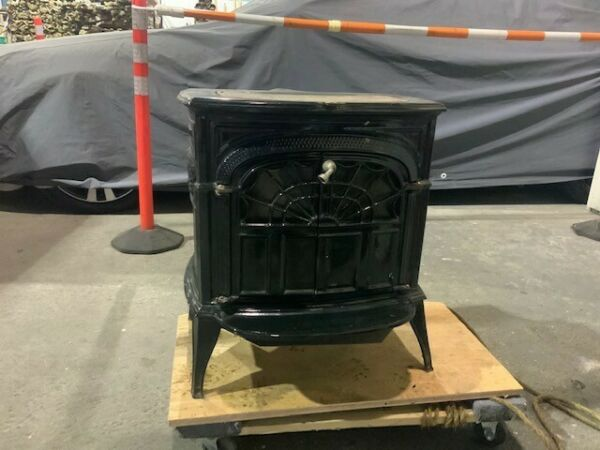Wood burning stove Vermont Castings Intrepid II cast iron small wood stove