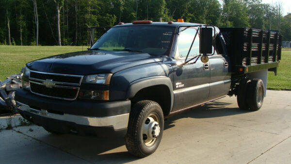 2006 chevrolet 3500 rack body with lift gate....ONLY 56000 miles.....$16000