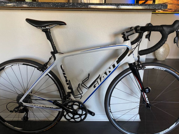 Bicycle giant Dufy full carbon fiber 2018 $900.00