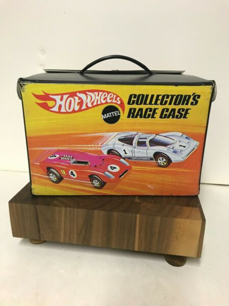 VINTAGE HOT WHEELS 48 CAR CARRYING CASE WITH CAR RACKS 1969 $78.00