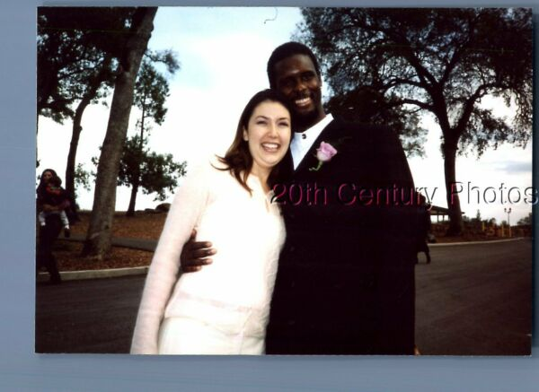 FOUND COLOR PHOTO L 1937 BLACK MAN IN SUIT POSED WITH PRETTY WOMAN