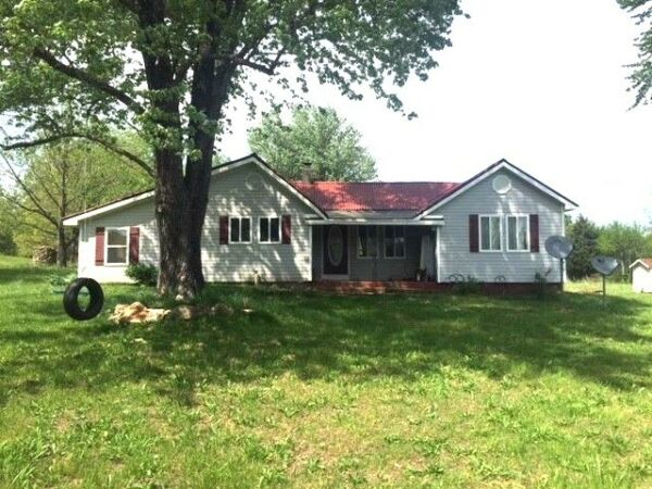 Nice three bed room home with 2.8 acres  with land, garden spot Close to town