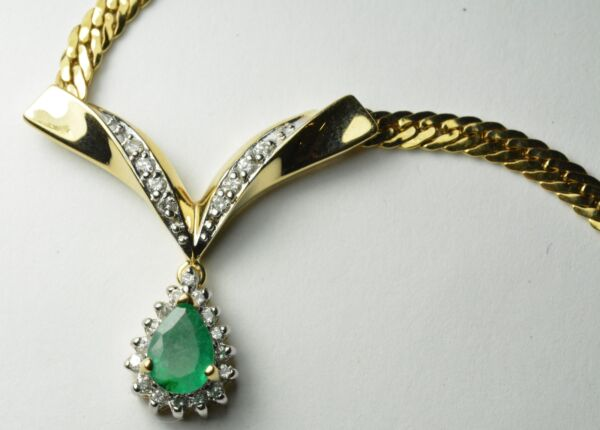 14k Yellow Gold Diamond & Emerald Pear Shaped Necklace Set - Length 16
