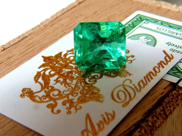 GIA CERTIFIED 10.16CT NATURAL COLOMBIAN GREEN EMERALD SQUARE CUT +