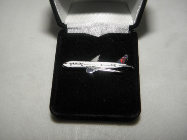 DELTA AIRLINES 777 AIRPLANE LAPEL TACK PIN PILOT FATHERS DAY CHRISTMAS GIFT