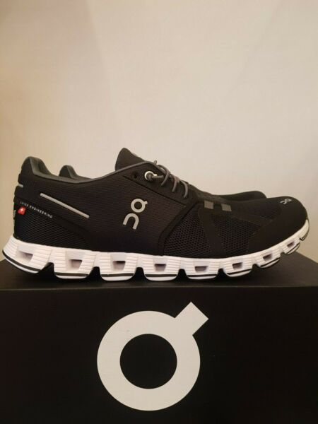 NEW IN THE BOX ON RUNNING CLOUD BLACK  WHITE SHOES FOR WOMEN