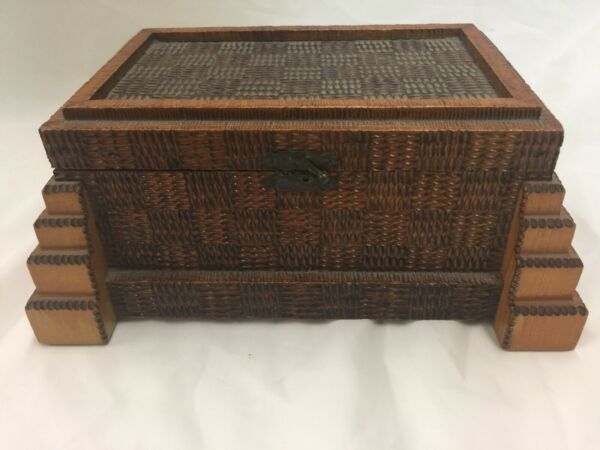 ANTIQUE LARGE lovely Tramp Art Folk Art Chip Carved Jewelry Box