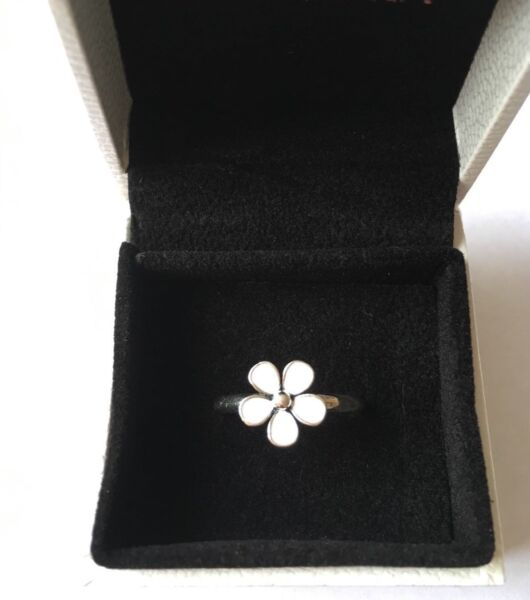 White Dazzling Daisy stacking ring size 52 in gift box S925