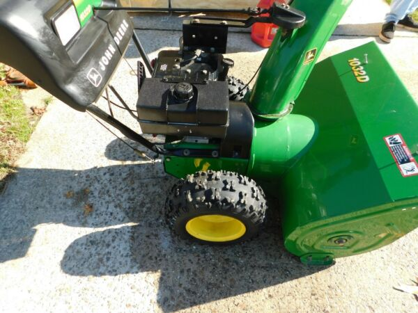 JOHN DEERE 1032 Snowblower 6 Speeds FWD 2 Speeds Reverse Used Once