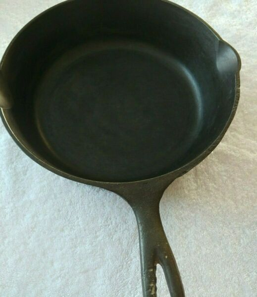 ANTIQUE CAST IRON SKILLET HEAVY DUTY UNMARKED