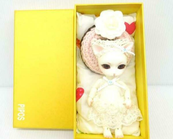 PIPOS Doll Cat Face custom Bed with donut pillow white With box from Japan used $280.00