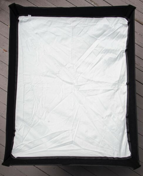 PHOTOFLEX LIGHT DOME 24X32 MEDIUM FOR STROBE COOL LIGHTS USED MINOR FLAKING