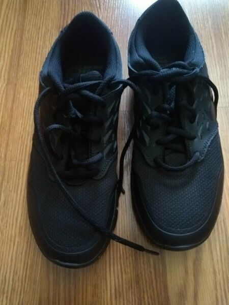 Nike womens shoes size 8, DRS