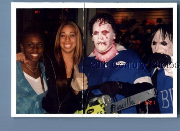 FOUND COLOR PHOTO O8357 PRETTY WOMEN POSED BY MEN IN SCARY COSTUMES