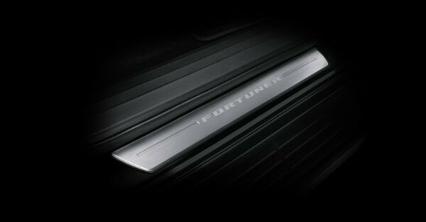 GENUINE SCUFF PLATE STAINLESS COVER FIT TOYOTA FORTUNER 2015up