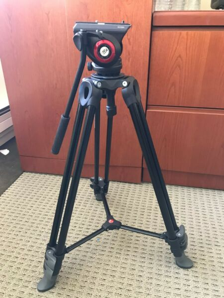 Manfrotto Tripod MVT502AM with Manfrotto Fluid Head MVH502A