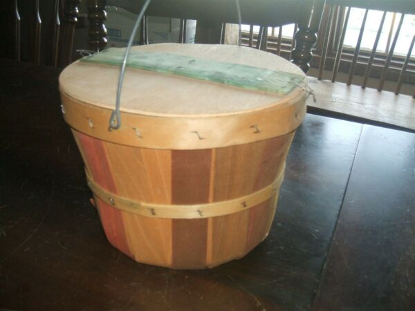 Vintage Split wood Basket with lid and handle excellent condition $9.99