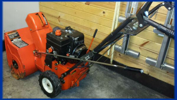 ARIENS SNOW BLOWER ST270. RUNS GREAT. 2 STAGE. READY FOR THE SNOW