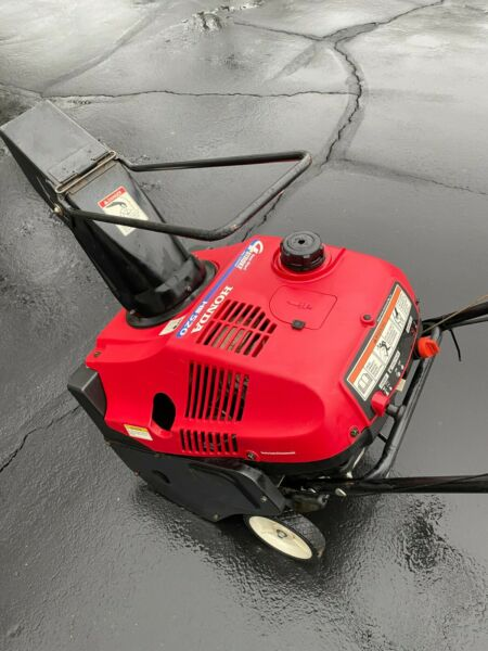 Honda HS520 single stage snow thrower