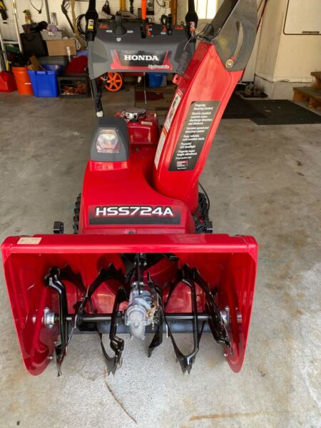 2017 Honda snowblower barley used great condition 7hp 24quot; clearing width