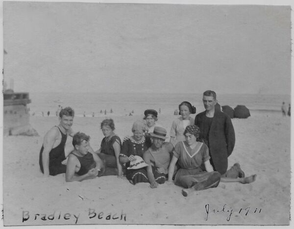 OLD PHOTO WOMEN MEN WEARING SWIMSUITS BRADLEY BEACH NEW JERSEY 1910S