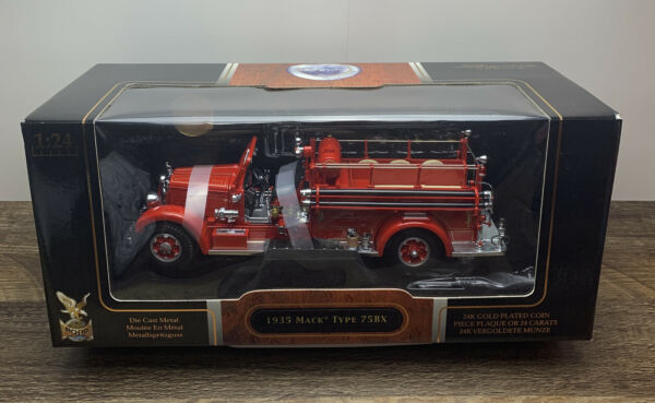 1935 Mack 75 BX Yat Ming Die Cast Fire Engine Truck 1 24 Signature Series