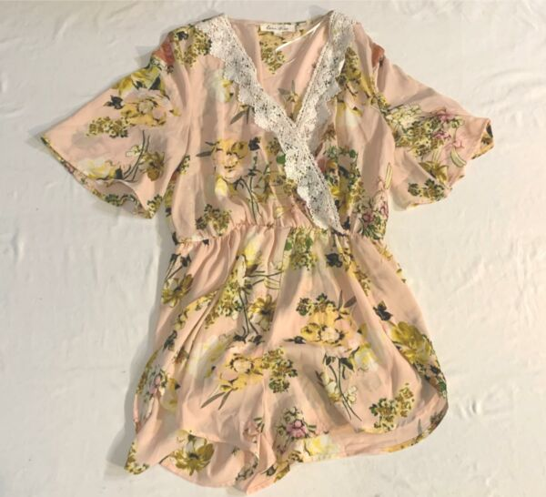 Love Tree Women#x27;s Floral And Lace V Neck Romper KB7 Pink Large