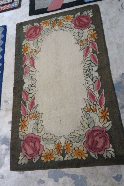 Primitive Vintage American Hand Hooked Rug Wool on Burlap 30quot; x 51quot; Floral