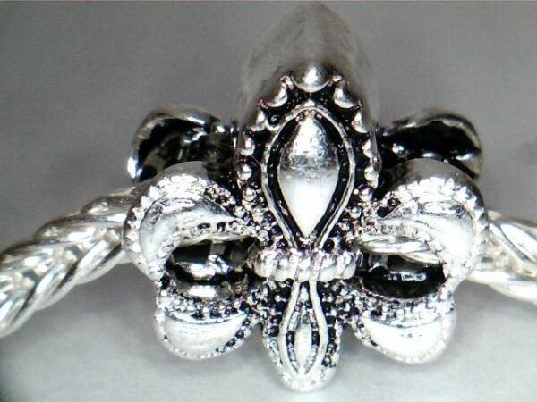 SILVER PLATED FLEUR DE LIS SPACER BEAD CHARM ** SEE MY STORE FOR BRACELETS
