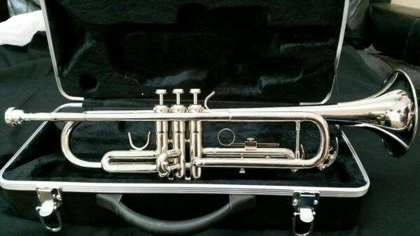 TRUMPETS BANKRUPTCY NEW STUDENT INTERMEDIATE SILVER CONCERT SCHOOL BAND TRUMPET
