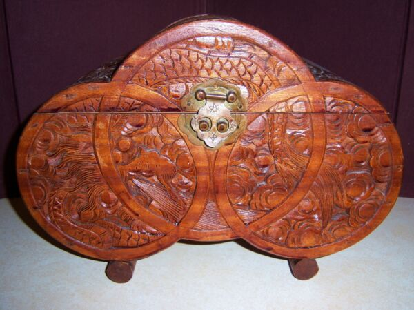 VINTAGE CARVED WOOD SAIL BOAT HUGE WOODEN JEWELRY BOX   ~~BEAUTIFUL DETAILING~~