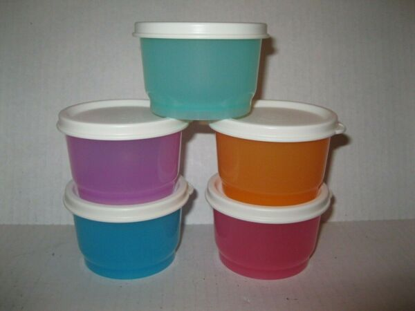 Tupperware FIVE 4-oz SNACK CUP Containers MULTI-COLORED w OFF WHITE SEALS NEW