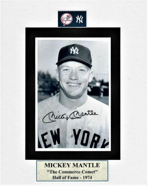 8X10 WHITE MAT WITH MOUNTED B&W 4X6 PHOTO OF MICKEY MANTLE LIVE INK SIGNED