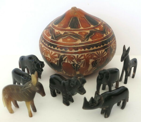7 PC LOT MINIATURE CARVED SAFARI ANIMALS W HAND PAINTED CARVED GOURD BOX $35.00
