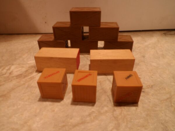 HO SCALE LARGE CRATE AND WOOD LOADS
