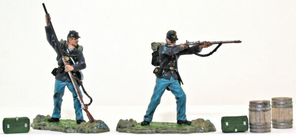 Forces of Valor Union Infantry 2 figs amp; 4 access 54mm painted toy soldiers
