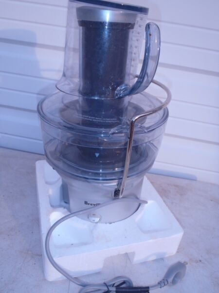 BREVILLE JUICER WITH CUP