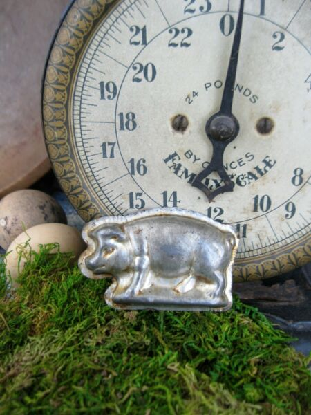 Small Antique One Piece Chocolate Mold Little Pig