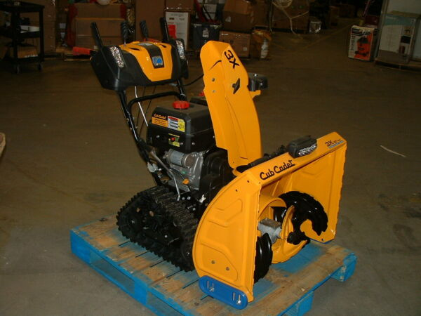Cub Cadet 3X 30 420cc 3 Stage Gas Snow Blower with Electric Start Power Steering