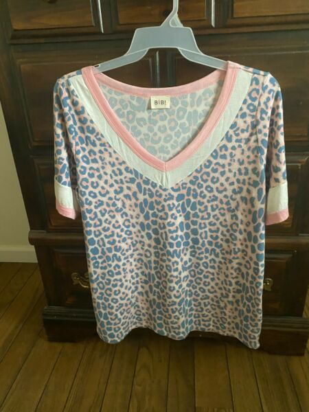 BiBi Knit Leopard Print Long Top V Neck Size XL Pink white and blue