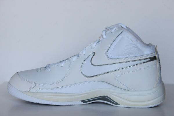 Nike The Overplay VII Mens White Leather Basketball Shoes - NWD Size 6  - 15 M
